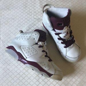 Jordan 6 Retro Maroon Sneakers